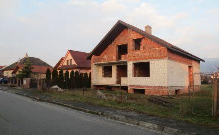 EXKLUZÍVNE- Rozostavaný rod. dom Nová Ves n/V