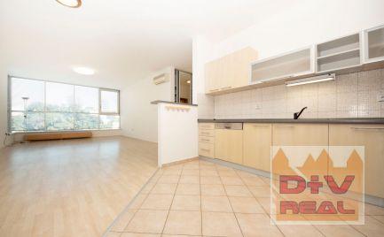 D+V real ponúka na prenájom: 4 izbový byt, Dunajská ulica, Bratislava I, Staré Mesto, čiastočne zariadený, balkón, možnosť parkovania