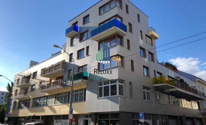 BA I, centrum Staré Mesto Dunajská ul. Maxov dom, prenájom  exkl. 1 izbového zariadeného bytu 52,27m2 s balkónom + garážové státie