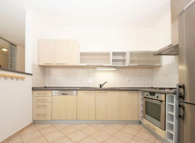 Prenájom Luxusný 4 izb. byt s balkónom, garáž.státím, NOVOSTAVBA, Dunajská ul., BA-Staré mesto