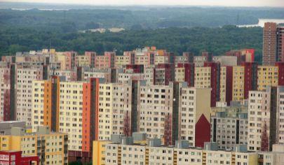 Hľadám 4 izbový byt v BA-Petržalka na Topoľčianskej ulici