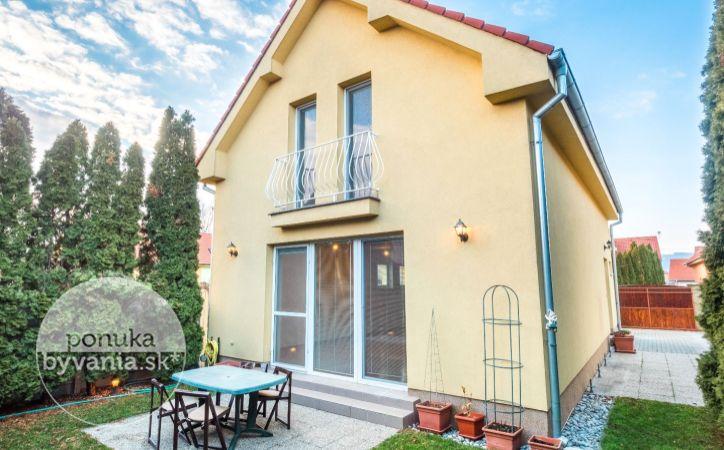 PREDANÉ - KATARÍNY BRÚDEROVEJ, 4,5-i dom, 150 m2 – novostavba, pozemok 305 m2, súkromné a bezpečné KONDOMÍNIUM