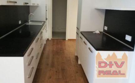 Predaj: 4 izbový byt, Dvořákovo nábrežie, River Park, priestranný, dve kúpeľne, terasa, 2 garážové státia .