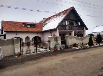 7-i dom,400 m2, pozemok 600 m2,studňa, 2x GARÁŽ