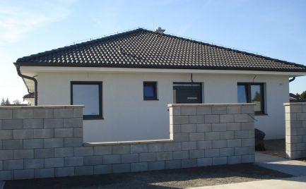 TESNE PRED KOLAUDÁCIOU - Komfortný 4 izb bungalov v novej časti obce Vydrany