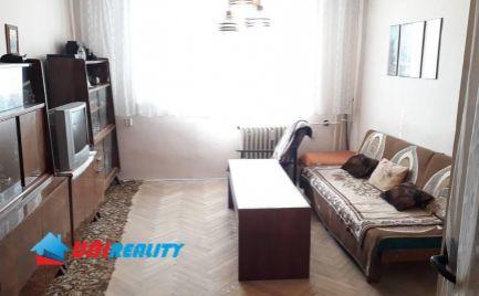 TOPOĽČANY – 3 – izb. byt širšie CENTRUM mesta / BALKÓN / ihneď VOĽNÝ / 64 m2 / pôvodný stav