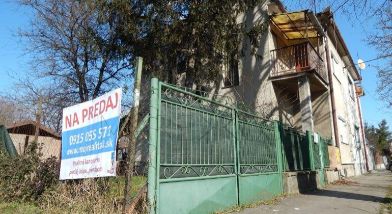 Rodinný dom na predaj Levice, 762m2, dvojdom