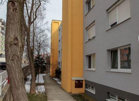 ZLOŽENÁ ZÁLOHA! 3-izb. bytu s plastovými oknami len na skok od prírody
