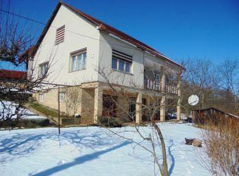 5-i dom, s nerušeným PANORAMATICKÝM VÝHĽADOM NA obec,.POZEMOK 778 m2, Halič,LUKRATÍVNA časť obce,
