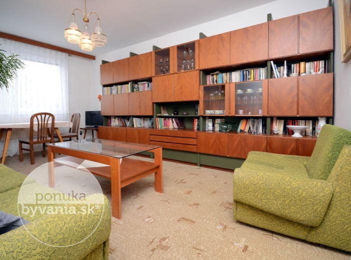PREDANÉ - REPAŠSKÉHO, 4-i byt, 89 m2 - bezpečnostné dvere, loggia, veľká PIVNICA so skladom, IHNEĎ VOĽNÝ, pokojná lokalita