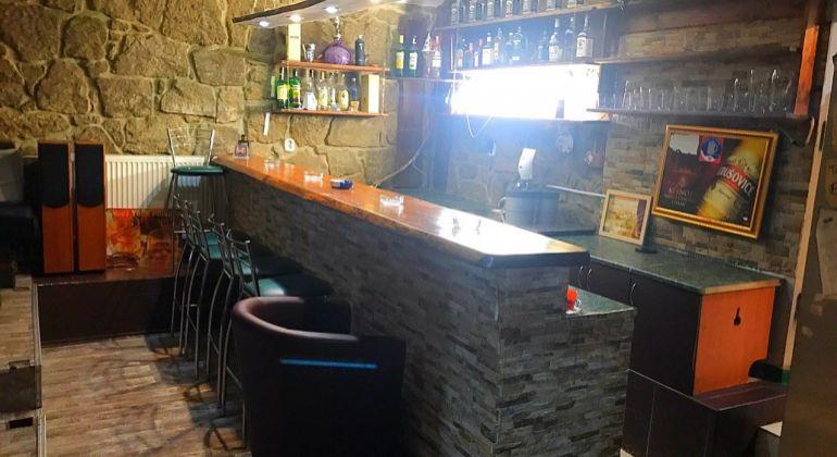 Na prenájom - zariadený bar v centre mesta BN