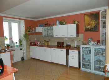 Predáme veľký 4-izbový byt v Seredi