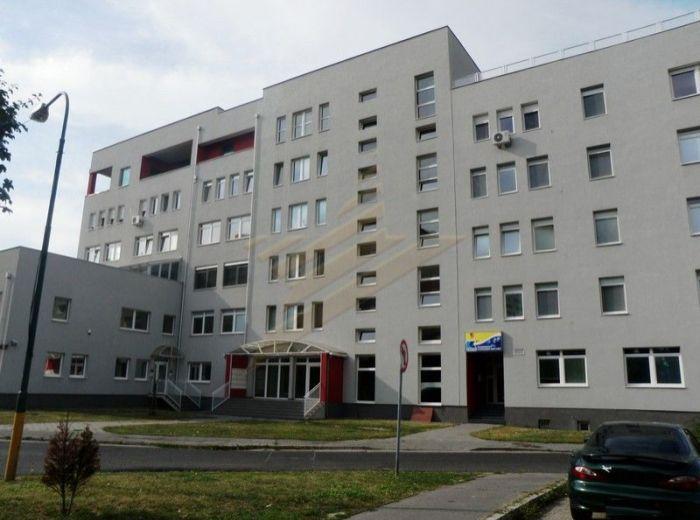 PREDANÉ - ČERNYŠEVSKÉHO, veľký 3-i byt,109 m2- NOVOSTAVBA so spoločnou terasou, krbom, krytým bazénom a posilňovňou S NÁDHERNÝM VÝHĽADOM NA HRAD, TOP LOKALITA