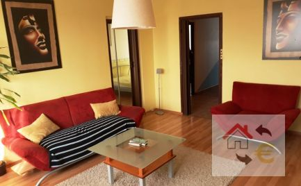 Prenajatý do 1.12.2020 - Zrekonštruovaný zariadený 3 izbový byt Sekčov