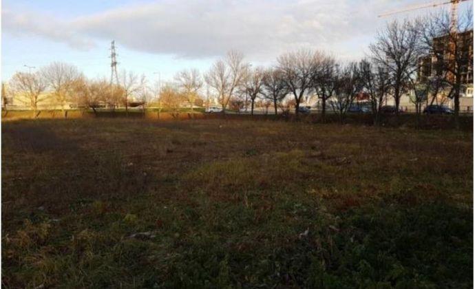 Pozemok v Petržalke s výbornou dostupnosťou  na prenájom