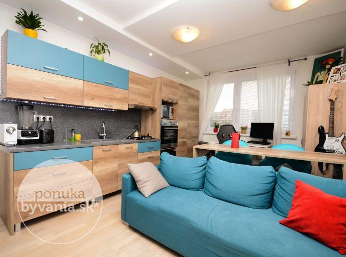 PREDANÉ - GALBAVÉHO, 2-i byt, 38 m2 – ZARIADENÝ, kompletná REKONŠTRUKCIA, vnútorný bioKRB, príjemná lokalita plná zelene, dobré PARKOVANIE
