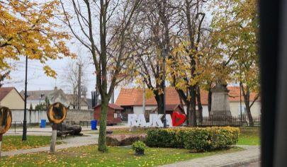 Hľadáme pre našich klientov byty, rodinné domy v Maďarsku/Rajka/Bezenye/Hegyeshalom a okolie. HU.
