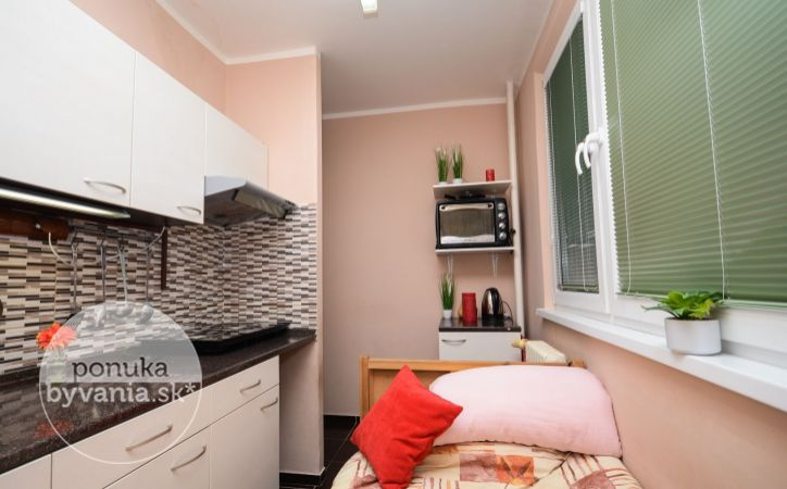 PREDANÉ - MEDVEĎOVEJ, 1-i byt, 38 m2 – kompletne REKONŠTRUOVANÝ bytový dom, CYKLOCHODNÍK pri Malom Dunaji, dobré parkovanie, blízko CENTRA