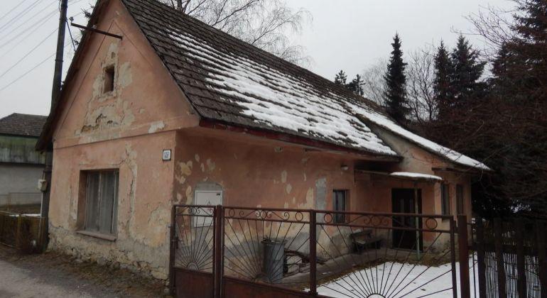 Exluzívne-Na predaj 2 izbový rodinný dom 880 m2 Prievidza, Kľačno
