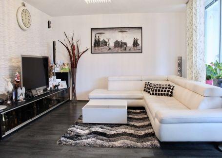 PREDANÉ -  Zariadený 3 izb.byt s presklenou terasou, OC RETRO