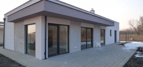 Malé Leváre: novostavba slnečného rodinného domu