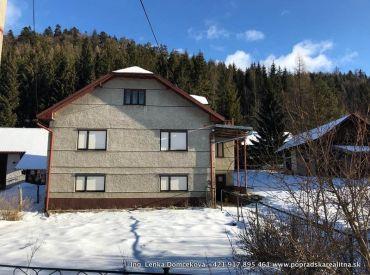 Rodinný dom s veľkým pozemkom, Červená skala, obec Šumiac