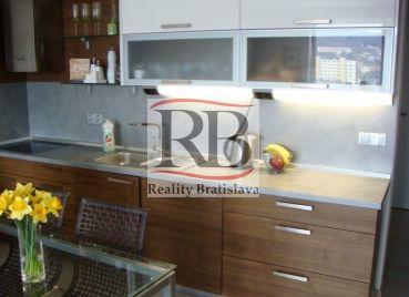 Pekný 1.izbový byt na Saratovskej ulici v Bratislave - Dúbravke
