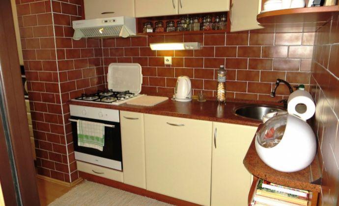Best Real - 3-izbový byt na Šustekovej ulici v Petržalke, kompletne zariadený, zrekonštruovaný, 8/12 poschodie, 75m2