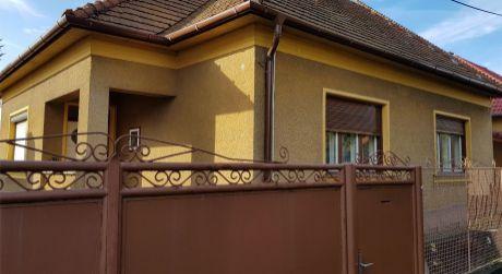 Ponúkame na predaj rodinný dom vhodný aj na podnikateľské účely.