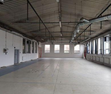 Ponúkame na prenájom výrobný, resp. skladový priestor s kompletným zázemím neďaleko centra mesta, 550 m2.
