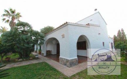 Vila na predaj v španielskom štýle 175 m od pláže v Cabo Roig v Španielsku