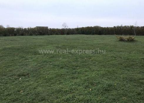 Predaj , stavebný pozemok v obci Újrónafő, 30min od Bratislavy