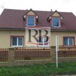 Rodinný dom + veľý pozemok v obci Koválovec