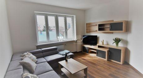Prenajmeme úplne novozrekonštruovaný, komplet zariadený byt v centre mesta