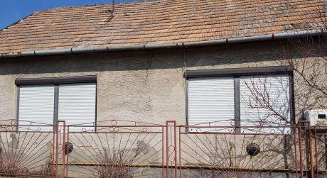 Ponúkame na predaj rodinný dom v obci Bíňa.