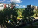 Predaj 4 izb. bytu na Karpatskom nám. v tehlovom dome s výťahom.