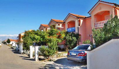 Prímorský 2-izbový rekreačný Apartmán  (65 m2)  s terasou / Chorvátsko - ostrov VIR / len 9 hod. autom od Košíc