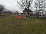 Dolná Krupá- Krásny stavebný  pozemok, 1689 m2 s 20m šírkou a starším RD !!