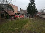 Dolná Krupá- Starší RD s  krásnym stavebným  pozemkom, 1689 m2 s 20m šírkou !!!
