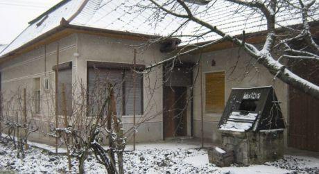 Ponúkame  na predaj rodinný dom v obci Svodín.
