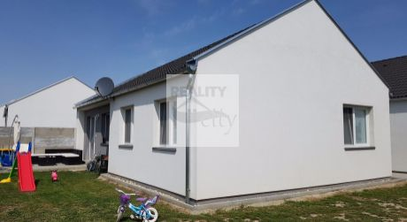 4 - izbový rodinný dom 77 m2, pozemok 300 m2 -  Rajka