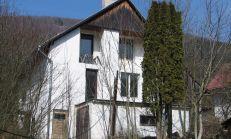 PREDAJ, Trojpodlažný rodinný dom v obci Šípkov
