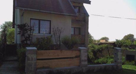 Ponúkame na predaj poschodový rodinný dom v obci Rúbaň.