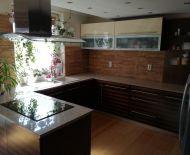 DIAMOND HOME s.r.o Vám ponúka 5 izbový luxusný rodinný dom s dvojgarážou v centre Dunajskej Stredy.