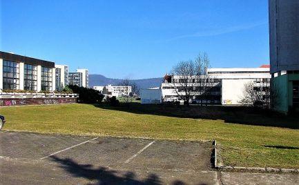 Predaj stavebného pozemku 1 589 m2 na občianskú vybavenosť, Žiar nad Hronom - s PROJEKTOM
