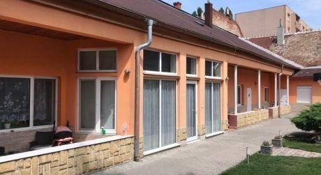 Predaj - 8 izbový rodinný dom pre viacčlennú rodinu vhodný aj pre podnikanie v Komárne