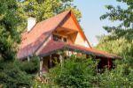 Murovaná chata v tichom prostredí blízko lesa, dostupná stále v rámci MHD