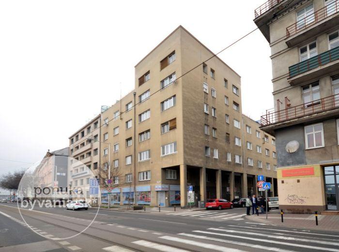 PRENAJATÉ - KÚPEĽNÁ, 1-i byt, 45 m2 - tehla, CENTRUM MESTA, výťah, KOMPLETNE ZREKONŠTRUOVANÝ