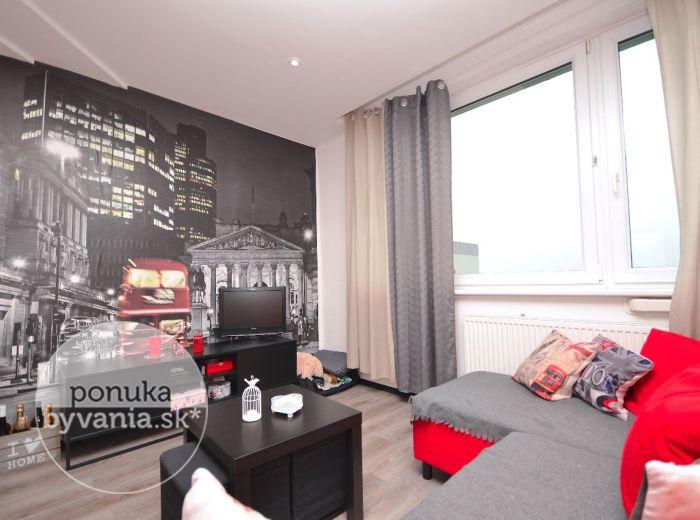 PREDANÉ - JASOVSKÁ, 1-i byt, 39 m2 – kompletná REKONŠTRUKCIA, samostatná kuchyňa,  klimatizácia, zariadený, pivnica – MOŽNOSŤ PREROBIŤ na 2-i byt