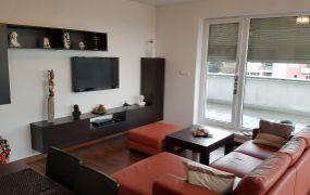 IBA U NÁS Vám ponúkame na prenájom luxusný 4-izbový byt o rozlohe 92 m2 + 66 m2 terasa, nachádzajúci sa v bytovom komplexe VILLA PARK.